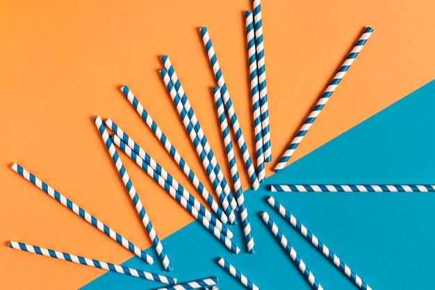Kleurrijke plastic stro collectie bovenaanzicht