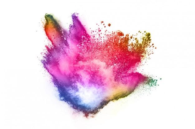 Kleurrijke poederexplosie op witte achtergrond.