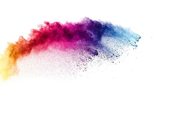 Kleurrijke poederexplosie. pastel kleur stofdeeltjes spatten.