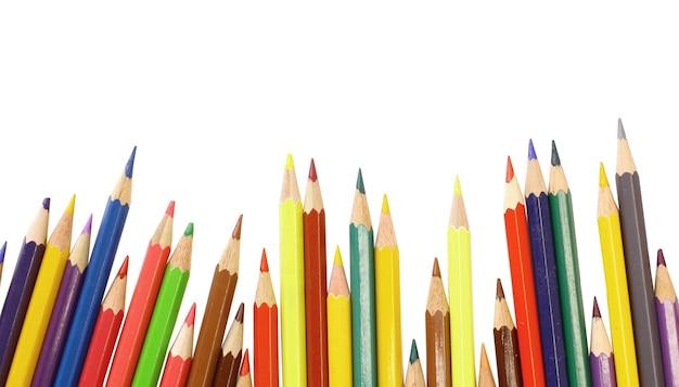 Kleurrijke potloden geïsoleerd op de witte achtergrond.