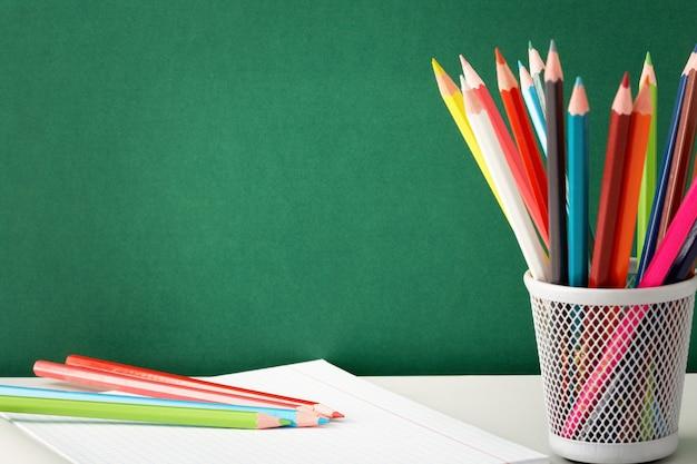 Kleurrijke potloden klaar om te tekenen