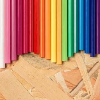 Kleurrijke potloden plat leggen