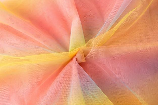 Kleurrijke regenboog organza stof textuur achtergrond. geel roze blauwe achtergrond