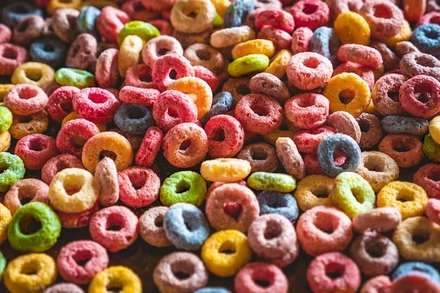 Kleurrijke ronde vruchten granen close-up