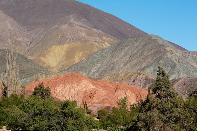 Kleurrijke rotsen in salta, argentinië.
