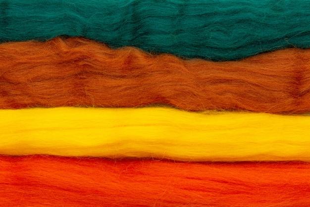 Kleurrijke strepen wol om te vilten