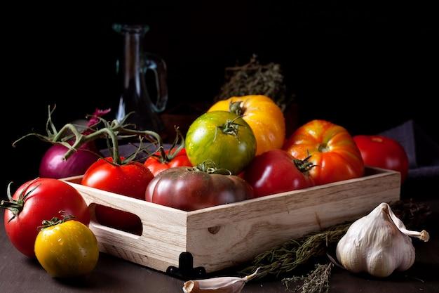 Kleurrijke verse tomaten