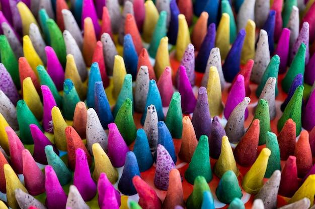 Kleurrijke wierook