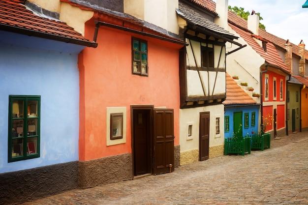 Kleurrijke zlata ulicka - gouden straat, praag, tsjechië, toned