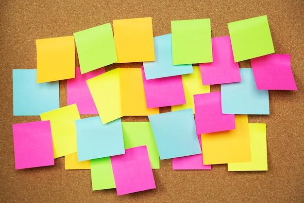 Kleverige gekleurde notities