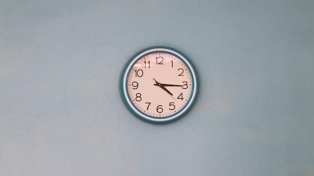 Klok aan de muur. vintage retro stijlen