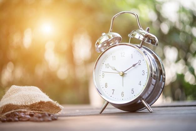 Klok twaalf alarm alarm uur