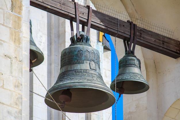Klokken van de kerk van de grote martelaar george victorious op poklonnaya hill in moskou