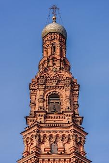 Klokkentoren van bogoyavlensky cathedral - epiphany cathedral - in kazan city.
