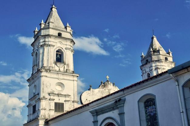 Klokkentoren van het kathedraalplein gelegen in casco viejo panama geclassificeerd