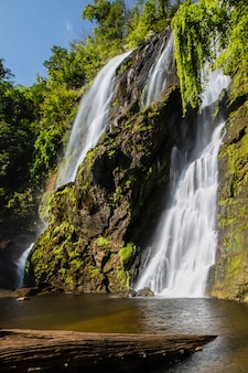 Klong lan waterval in de provincie kamphaeng phet, thailand