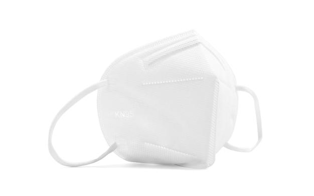 Kn95- of n95-gezichtsmasker voor coronavirus of pm 2.5-bescherming geïsoleerd op een witte achtergrond met uitknippad