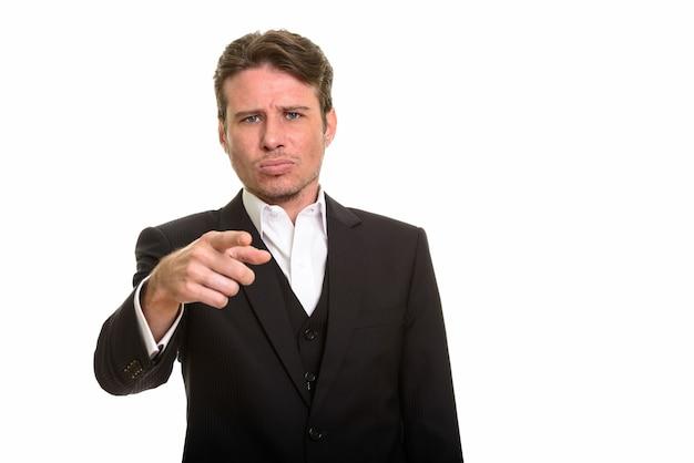 Knappe blanke zakenman wijzende vinger tijdens het zoeken