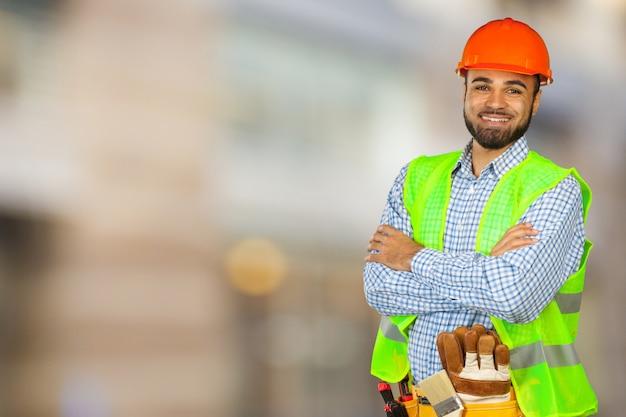 Knappe gelukkige werkman