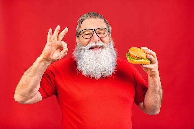 Knappe oude senior man