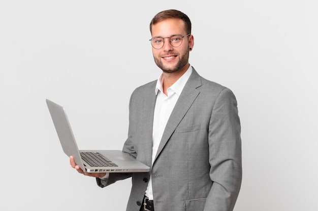 Knappe zakenman met een laptop