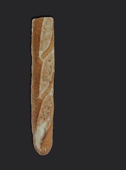 Knapperig frans stokbrood, op zwart met kopieerruimte voor tekst