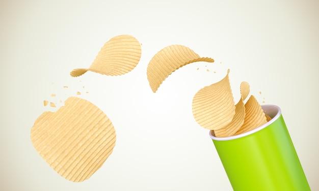 Knapperige aardappelchips rollen uit de groene cilinder