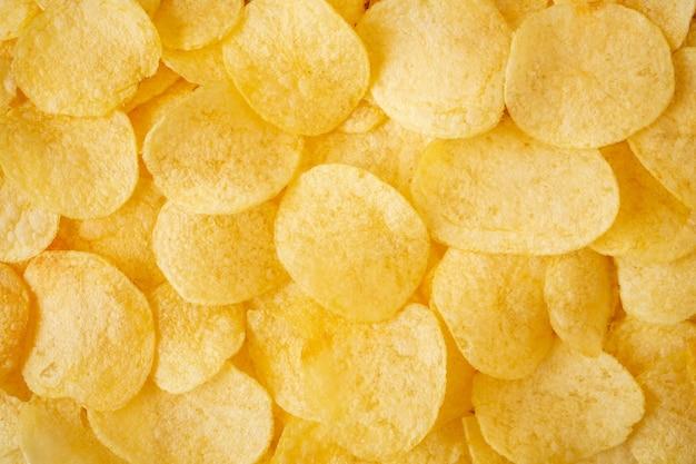 Knapperige chips snack textuur achtergrond bovenaanzicht