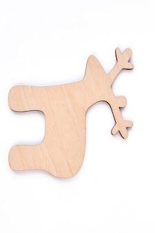 Knip houten figuur van herten, witte achtergrond uit.
