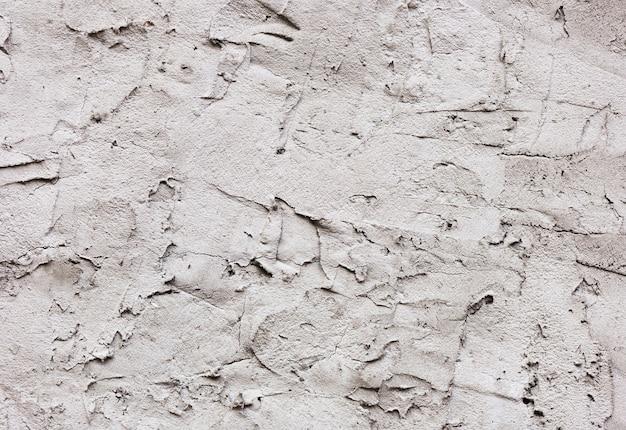 Knip witte verf van een muurtextuur uit