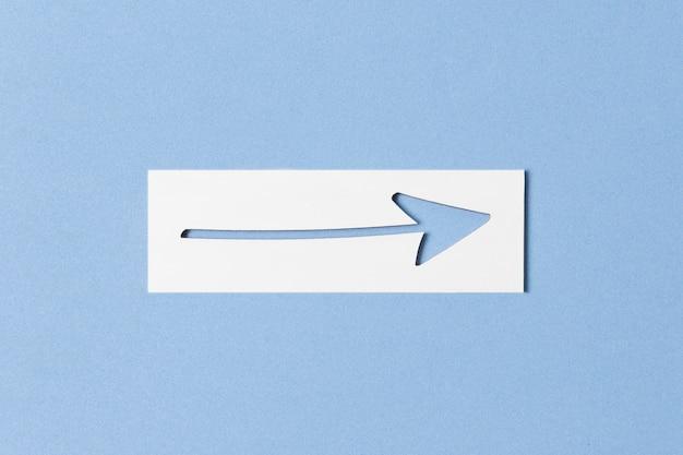Knipselpijl en stuk papier