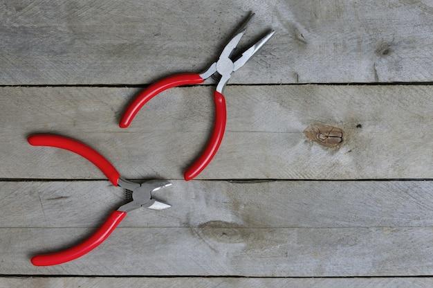 Kniptang en tang met rode handgrepen