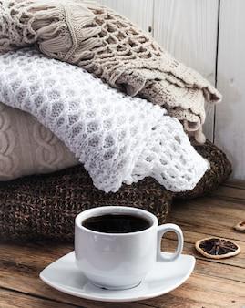 Knit knusse sweater opgevouwen stapel