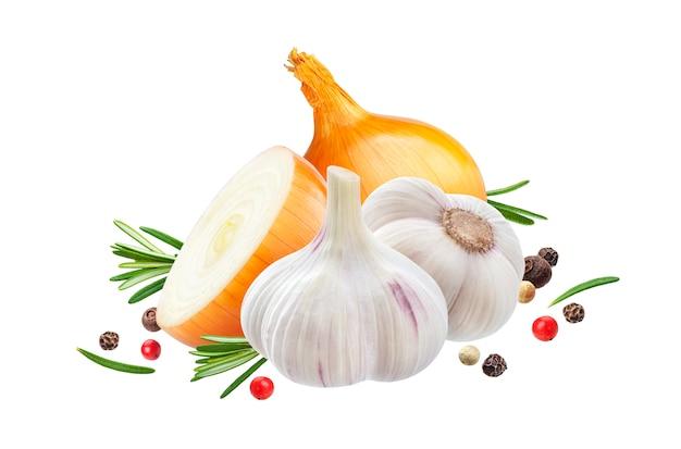 Knoflook, ui en rozemarijn kruid geïsoleerd op een witte achtergrond