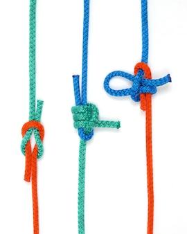 Knooppunt met gekleurde touwen