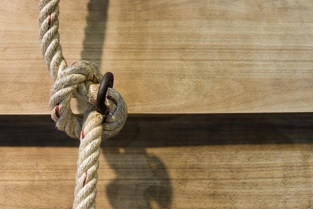 Knop van groot touw op hout
