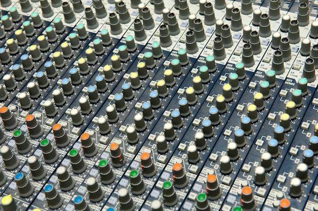 Knoppen apparatuur voor geluid mixer controle, geluidsapparatuur.