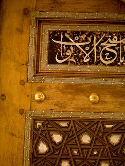 Knoppen op deur in kusadasi turkije