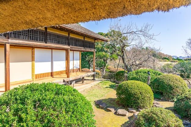 Kobuntei-huis met uitzicht op het openbare park van japan, is een traditioneel japans huis in kairakuen en open voor het publiek, ibaraki, japan