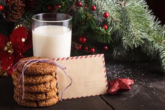 Koekje met melk en brief voor de kerstman
