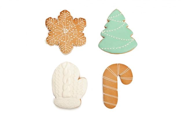 Koekje van de kerstmis het eigengemaakte peperkoek op wit