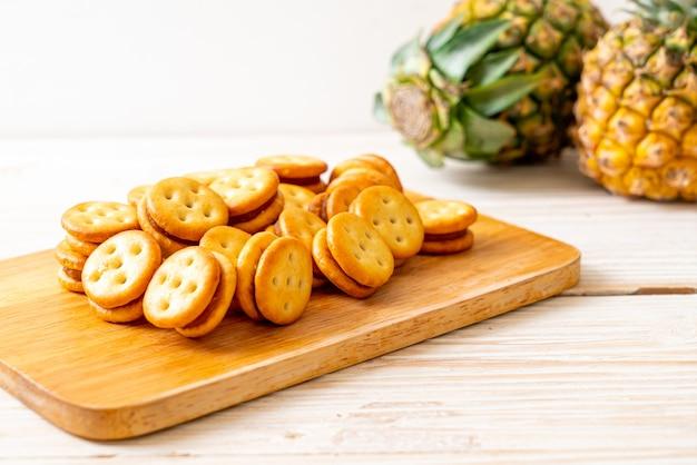 Koekjes met ananasjam