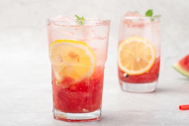 Koel en dorstlessend watermeloen-mojito-drankje