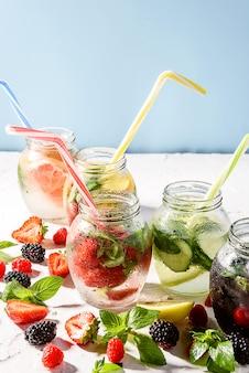 Koel vitaminedrankje met fruit