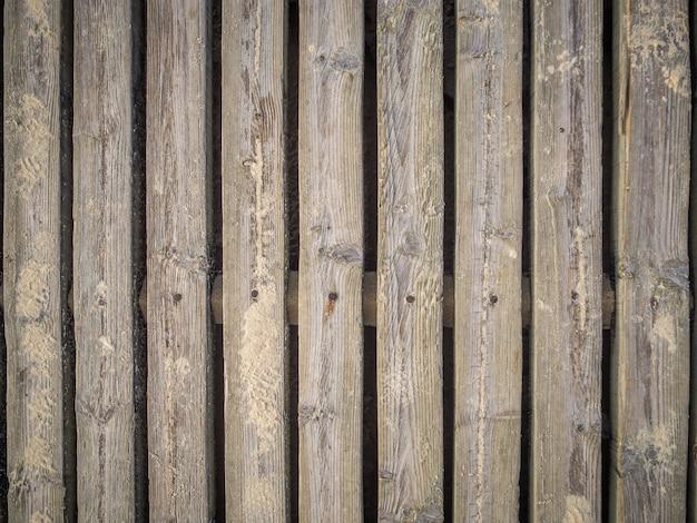 Koele achtergrond van een muur met houten planken