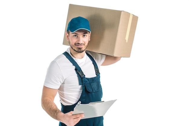 Koerier met klembord en doos