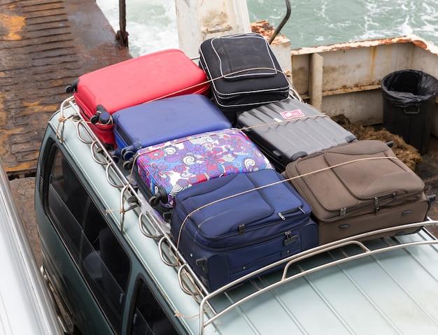 Koffers op de auto