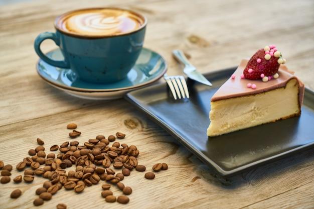 Koffie, cheesecake en koffiebonen