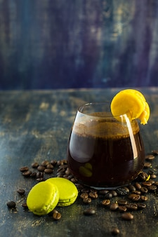 Koffie en bitterkoekjes