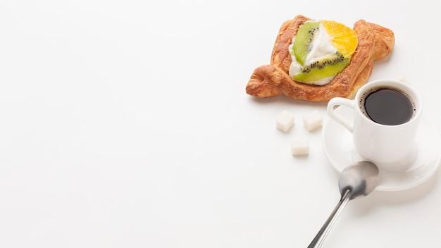Koffie en croissant exemplaarruimte